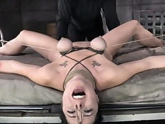 S&m sub Siouxsie Q breasts tormented