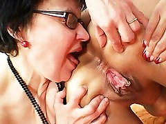 Granny dilettante moms kissing and using passion bullets sex