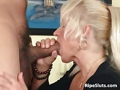 Ultra blonde older chick loves er