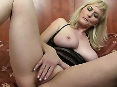 Breasty MILF playing with hard nipps