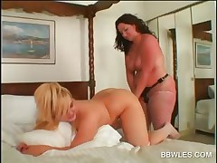 Lesbo BBW sweetheart gets butt toyed in close-up